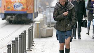 Силен вятър духа в София, Хасково и Кърджали