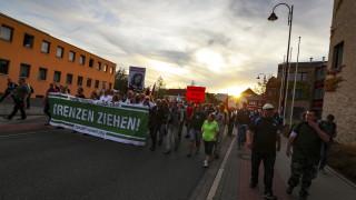 Крайнодесни в Германия настояха Меркел да си ходи заради мигрантите