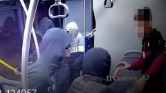 """""""Качулките"""" към 14-годишното дете: Махай дрехите веднага или ще те пребием! (СНИМКИ)"""