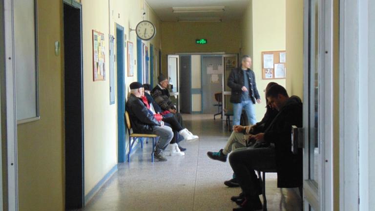Теч остави без парно и топла вода бившата Трета поликлиника в Перник