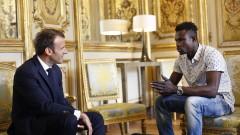 Мигрант от Мали, зрелищно спасил дете в Париж, получи френско гражданство