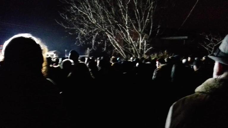 Във Войводиново не спират протестите