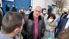 В завод в Кърджали премиерът се хвали с антикризисните мерки - нямало освободени работници