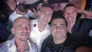 Валери Божинов, Кирил Десподов и Нестор Ел Маестро купонясват из нощна София