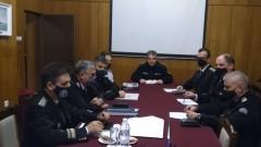 Адмирал Ефтимов предлага финансови стимули за офицерите, преговаряли за двата кораба