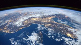 В САЩ продават на търг оригинални снимки на Земята и Луната от Космоса