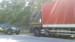 Аварирал камион блокира път край Самоков