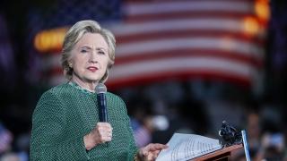 Клинтън получила предварително въпрос за дебата със Сандърс