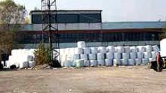 Граждани блокират пътя на балите с боклук към Кремиковци