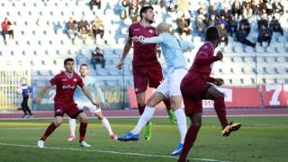 Дунав победи Септември с 2:0 след глупав червен картон на Иван Стоянов