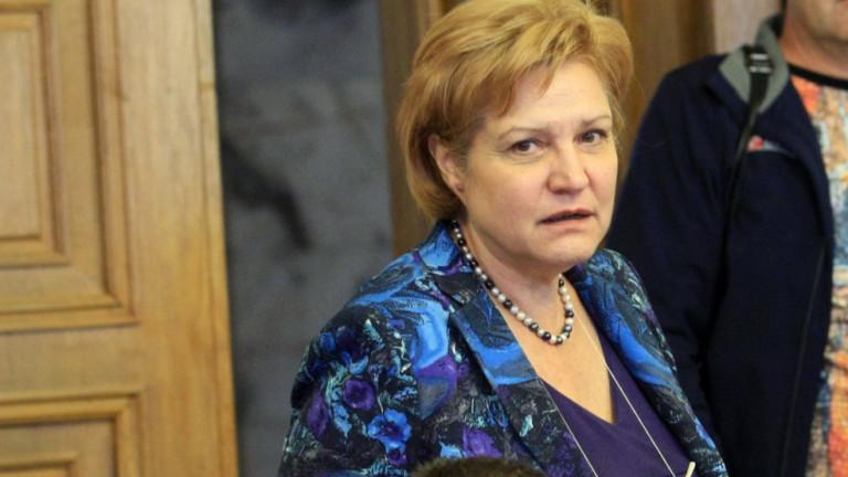 Менда Стоянова за Бюджет 2020: Пица, но с пармезан и шунка