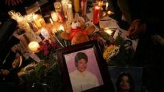 Погребват Майкъл Джексън в стъклен ковчег?