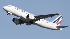 Двигател на самолет на Air France падна в Гренландия