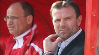 Костадинов и Стойчо си стиснаха ръцете