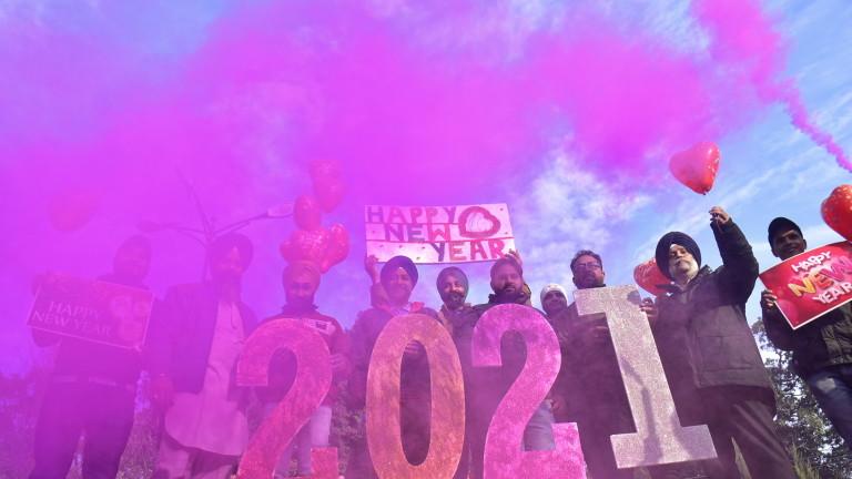 Милиони по света се подготвят за безпрецедентна Нова година под сянката на COVID-19