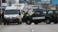 Трафикант заряза 25 нелегални мигранти и опита да избяга