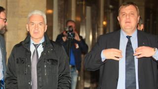 Сидеров иска оставката на Каракачанов, за да оцелее кабинетът