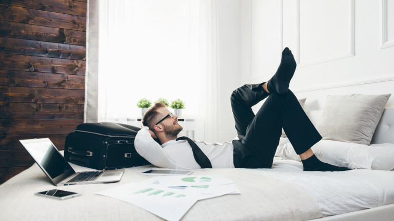 Как да работим, докато лежим