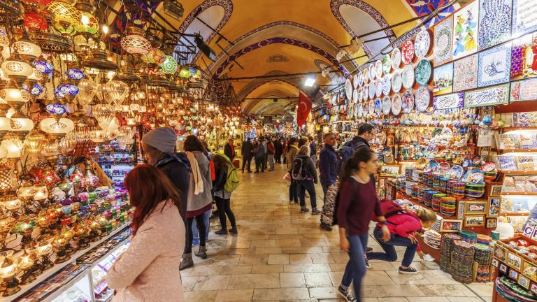 3 600 магазина, до 300 хиляди посетители на ден, милиони