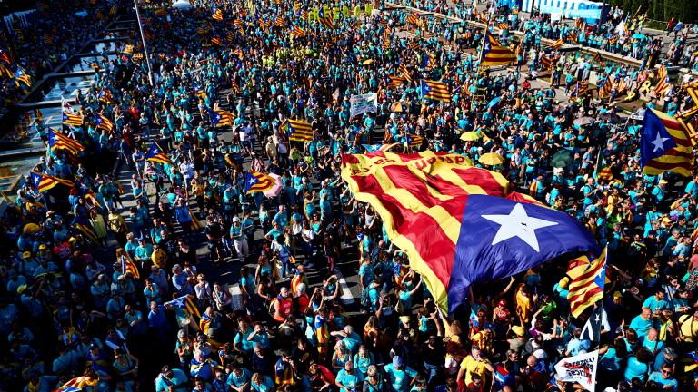 Многохиляден протест в Барселона седмици преди делото за сепаратизъм