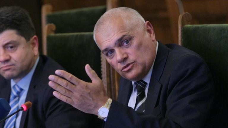 МВР-шефът недоволен от медийните версии за отвличането на Адриан