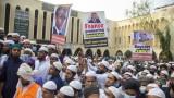 Хиляди в Бангладеш зоват за бойкот на Франция и мъст срещу Макрон