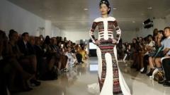 Индийка с обгорено лице откри Седмицата на модата в Ню Йорк
