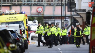 Наръган във врата мъж при нападение в джамия в Лондон