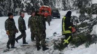 С военна техника спасиха блокираните в Родопите