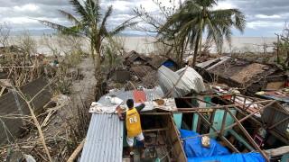 """Най-малко 8 души са загинали от тайфуна """"Гони"""" във Филипините"""