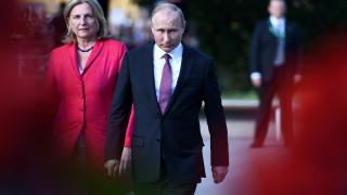 Политическа буря в Австрия, след като външният министър покани Путин на сватба