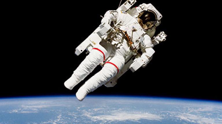 Британски астронавт изплашил чужда жена от Космоса