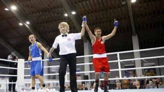 Севда Асенова срази австралийката Марине Угарте в първия си бой на Световното по бокс
