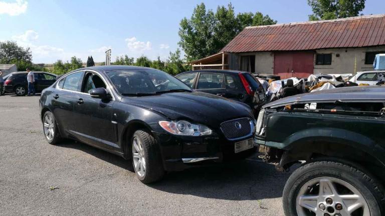 Три автомобила, издирвани от Интерпол, откриха в Банкя