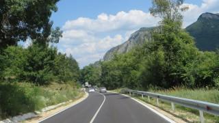 С 14 млн. лева ремонтираха пътя от Враца за пещерата Леденика