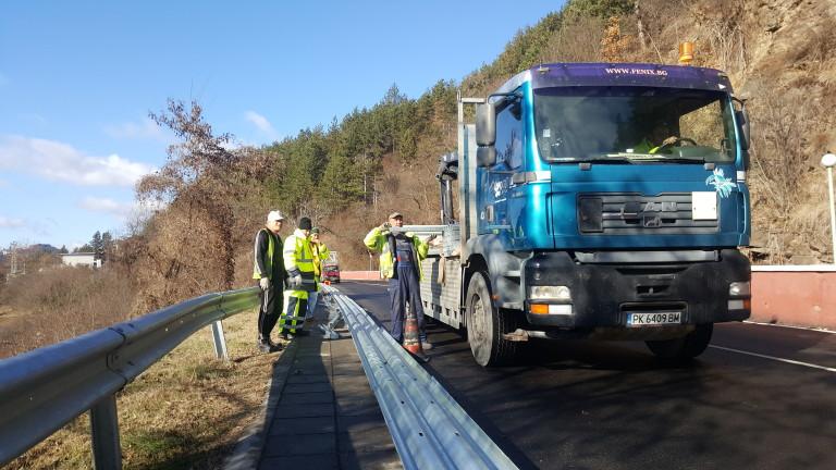 На пътя Своге - София се монтират най-високият клас обезопасителни