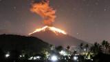 Изригна вулканът Агунг в Бали