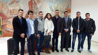 Кирил Добрев на обиколка из страната преди вота на недоверие