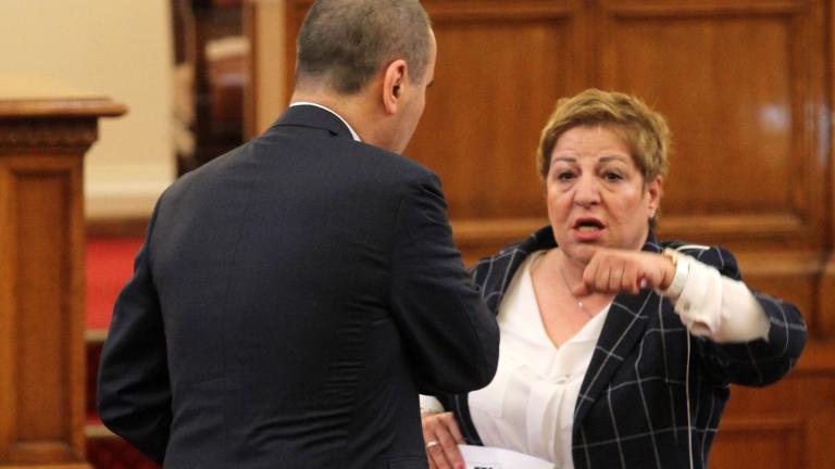 Заради политиката герберката Дукова не била пълноценна в семейството си