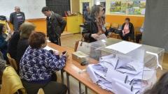 """ГЕРБ спечелила младите, """"Да, България"""" - висшистите в столицата"""
