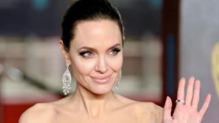 Какво правят дъщерите на Анджелина Джоли