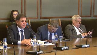 До ден-два Ненчев обещава разрешаване на проблема с шефа на отбраната
