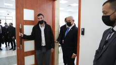 Прокуратурата в Израел обвини Нетаняху в търговия с власт