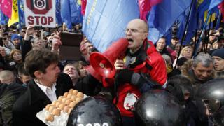 Украинските олигарси се разграничават от протестите