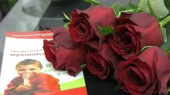 Болни от муковисцидоза подариха 65 рози на Петър Москов