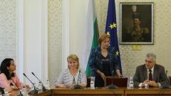 Менда Стоянова обяснява за доходите на Караиванова