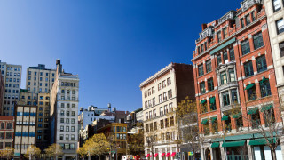 Защо повечето жилища в Америка изглеждат еднакво?