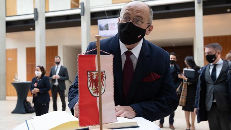 Полша ще изчака да види как ще се развие политическата