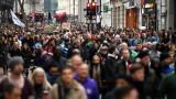 Безработицата във Великобритания продължава да спада