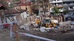 Пловдивчани недоволстват срещу строителна техника, минаваща през частен имот